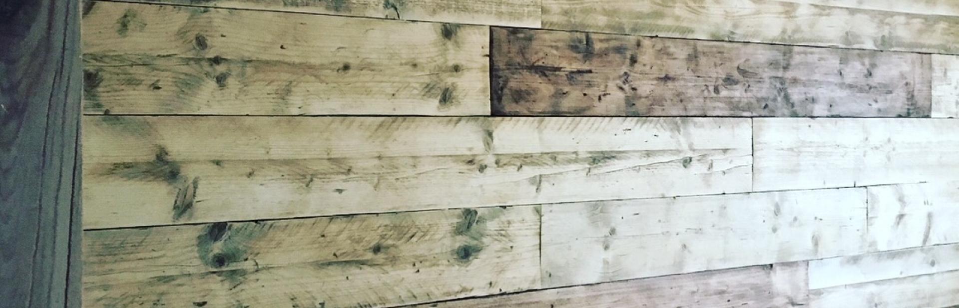 barnboard wall.JPG